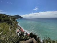 Vista sulla spiaggia dei Maronti e su Capri dalla terrazza del Giardino del Nonno