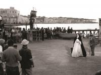 1956-Anna-Magnani-in-Suor-Letizia-set-Ischia
