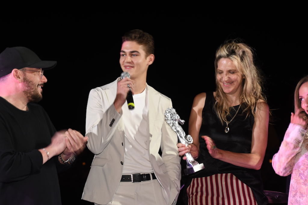 "L'attore americano Hero Fiennes Tiffin riceve il ""2019 ISCHIA BREAKOUT ACTOR OF THE YEAR"""